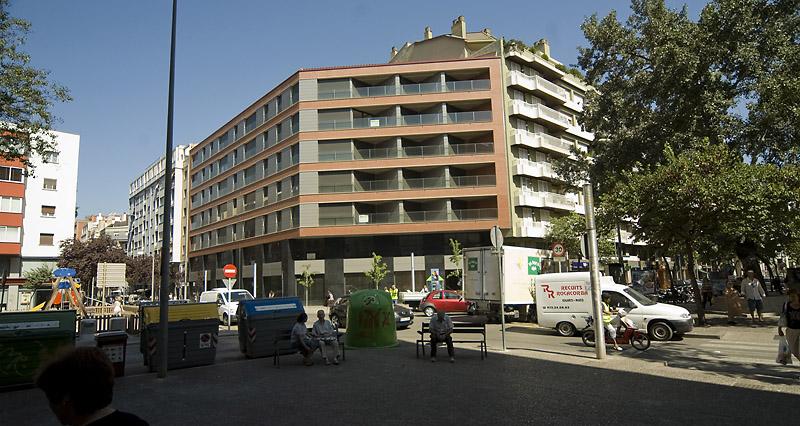 Pis de 2 habitacions molt cèntric a Girona. C/Joan Maragall, 38. 3r 1a. (VENUT)