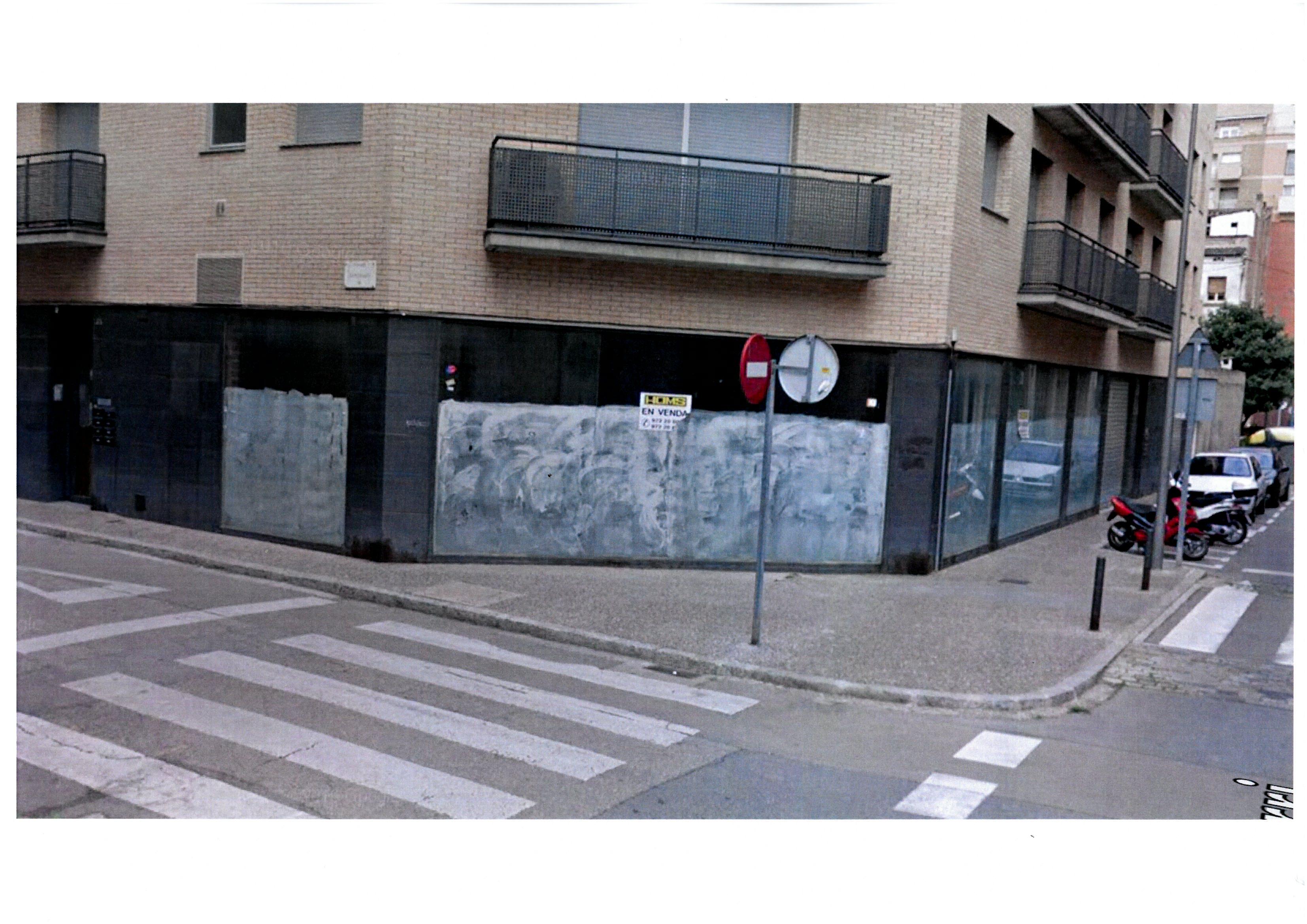 Local ubicat al c/ Santiago 33 cantonada c/ Terri 10